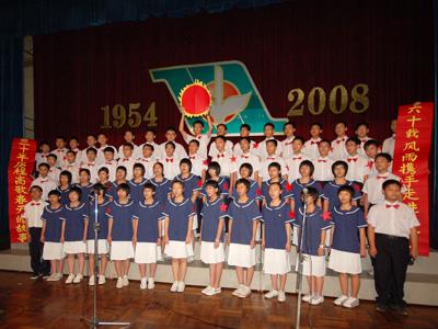 中山市侨中初中部举行新团员入团宣誓仪式及合唱比赛图片